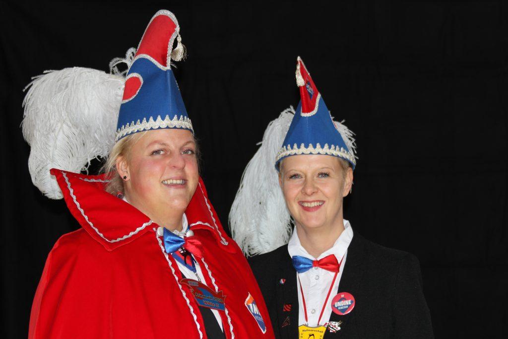 Prinzessin Wibke I. (Erpenbeck) und Hofmarschallin Sandra (Rennau)